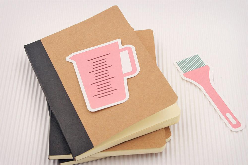 Adhesivos de vinilo personalizados frente a pegatinas de papel personalizadas - Qustommize